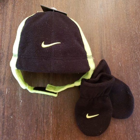 efa669b631a Nike hat and mitten set